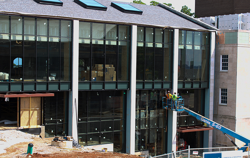 On June 9, construction on the WKU Commons at Helm Library made progress. However, the Com- mons will not open until later this Fall due to delays.