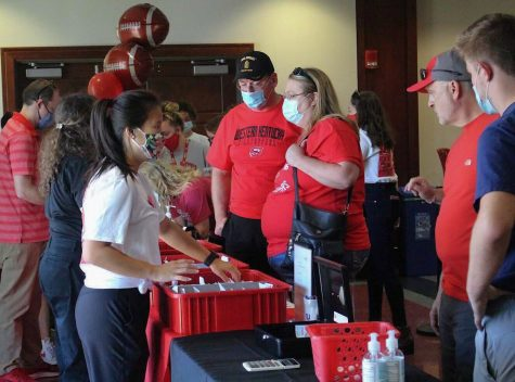 Western Kentucky Universitys families and students wait in line to pick up their registration packets and t-shirts for WKUs Parent & Family Weekend in Downing Student Union.