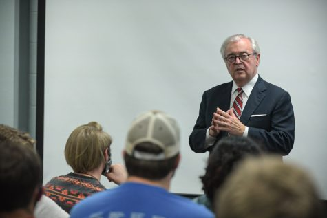 Chief Justice John D. Minton of the Kentucky Supreme Court (2nd District) holds an open discussion session with a group of WKU students in Grise Hall on Tuesday afternoon, Sept. 14, 2021, to kick off a series of campus events scheduled for the annual Constitution Week.