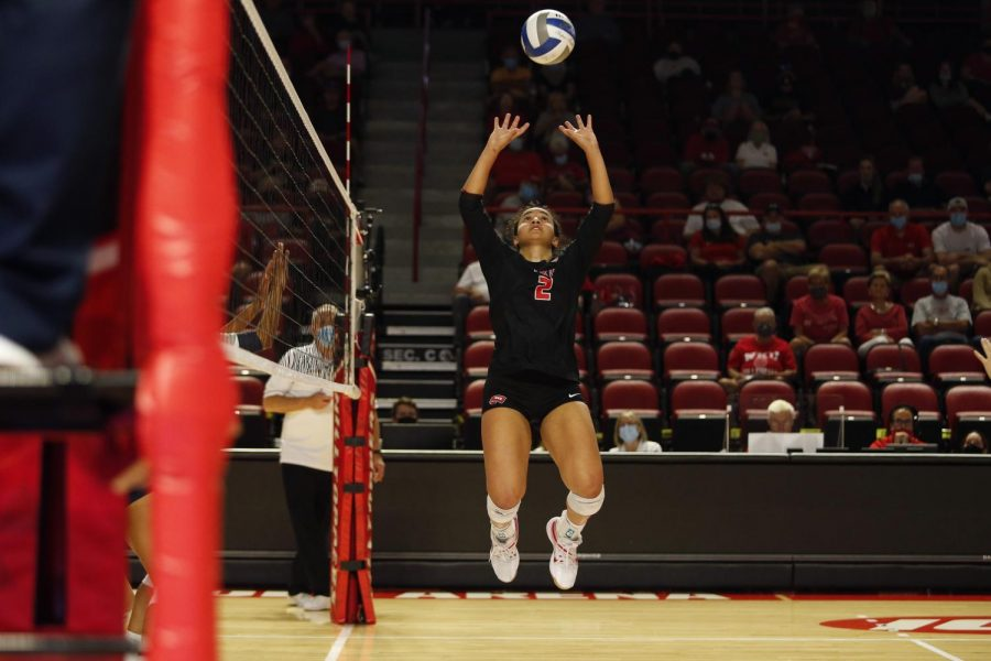 Fifth-year+setter+Nadia+Dieudonne+sets+up+an+attack+during+WKUs+match+against+Samford+on+Sept.+10%2C+2021.