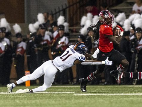 WKU redshirt freshman wide receiver Dalvin Smith (17) evades UTSA redshirt sophomore cornerback Ken Robinson (21) during WKUs game at Houchens-Smith Stadium on Oct. 9, 2021. UTSA won 52-46.